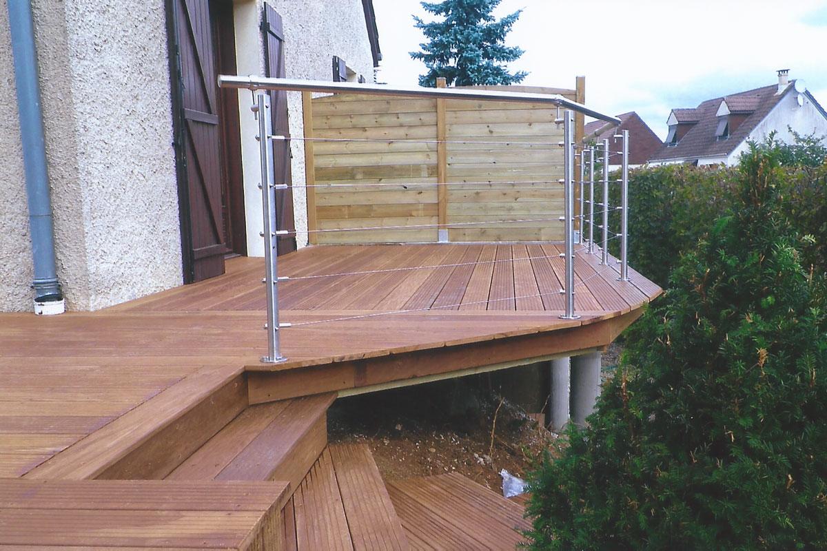 cr er une terrasse en bois vraiment durable. Black Bedroom Furniture Sets. Home Design Ideas