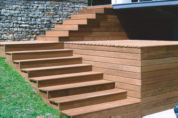 Nos terrasses en bois exotique for Escalier en bois exterieur